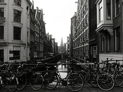Oudezijdskolk, vanaf de Prins Hendrikkade (Colin+) Tags: tower amsterdam bicycle canal nederland 2009 noordholland lx3 20090127