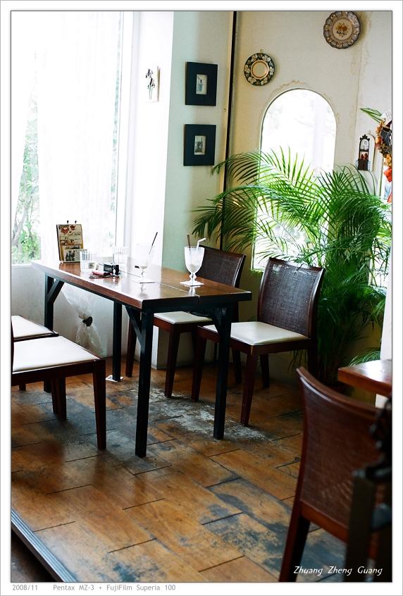 [爲了摸彩] 桌子椅子 @ Café