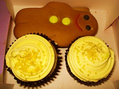 Cupcakes and gingerbread men