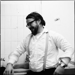 the merchant of venice, 4th act (Benjamin Brckner) Tags: portrait beauty hasselblad 400 push benjamin lachen ilford kaufmann lcheln schnheit mensch 500cm 800asa 80mmplanar autaut brckner wwwbenjaminbruecknercom benjaminbrckner