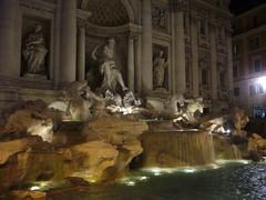Fuente de Trevi en la noche (hyarrona) Tags: fountain night de noche fuente trevi trevifountain di neptuno neptune fontana fontanaditrevi fuentedetrevi