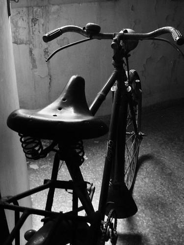 bicicleta en el desván por MAccKLING.