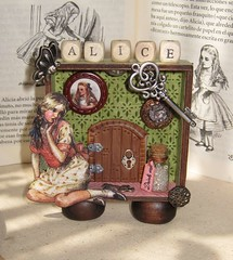 Alice in wonderland (Noia Land) Tags: door shadow rabbit collage fairytale vintage keys puerta arte hole handmade conejo agujero craft caja button shadowbox victoriano sombras aliceinwonderland botones alteredart llaves drinkme aliciaenelpasdelasmaravillas noialand
