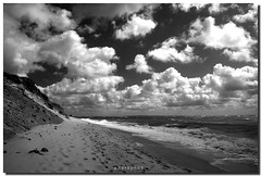 Island of Sylt - Clouds and Beach (PHOTOPHOB) Tags: ocean sea summer sky bw sun black blanco beach clouds strand sunrise germany landscape geotagged island deutschland spring sand meer mare wind withe sommer dunes tide dune negro himmel wolken insel list northsea sw grayscale sylt sonne zwart wit nordsee weiss blanc nero schwarz watt friesland strandkorb frhling greyscale dnen ebbe westerland wattenmeer norddeutschland rotfilter flut frysln weis polfilter hrnum nordfriesland nortsea schwarzweis escaladegrises rantum wenningstedt mywinners dnengras grskala photophob freesland fraschlnj nveldecinza