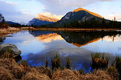 Vermilion Lake (jpnuwat) Tags: mountain lake reflection nature evening banffnationalpark canadianrockies gnd vermilionlake dsc7405 1424mm