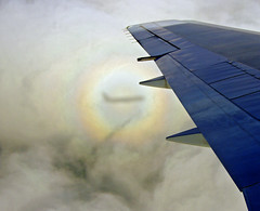 Halo aeri / Airborne halo (SBA73) Tags: shadow arcoiris clouds rainbow aircraft ombra wing halo sombra gloria ala nubes ba marvel airborne britishairways avi avin opticaleffect nuvols phenomenon efectooptico arcdesantmart abigfave anthelion colourartaward platinumheartaward efectesptics gloryofthepilot