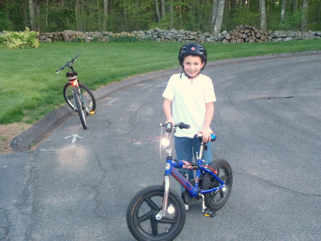 Milestone: riding bikes with no training wheels