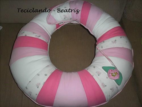 Almofada amamentar rosa e branca by Teciclando artes em tecidos