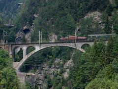 SBB Lokomotive Ce 6/8 II 14253 Krokodil auf Meienreussbrücke bei Wassen , Kanton Uri , Schweiz (chrchr_75) Tags: hurni christoph schweiz suisse switzerland svizzera suissa swiss kanton uri reuss reusstal gotthard gotthardbahn nordrampe wassen meienreuss mittlere meienreussbrücke bridge pont brücke sbb cff ffs schweizerische bundesbahn bundesbahnen chrchr chrchr75 chrigu chriguhurni zug train juna zoug trainen tog tren поезд lokomotive паровоз locomotora lok lokomotiv locomotief locomotiva locomotive eisenbahn railway rautatie chemin de fer ferrovia 鉄道 spoorweg железнодорожный centralstation ferroviaria krokodil krokodillokomotive elektrolokomotive albumbahnkrokodillokomotivenderschweiz