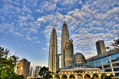 Landscape_KLCC @ Morning (Sutheshnathan) Tags: city morning beautiful beauty glitter night landscape towers twin landmark greatshot twintowers kualalumpur awe soe mala klcc magnificent tallest d300 fiatlux anawesomeshot aplusphoto estremit colourartaward goldenheartaward sutheshnathan