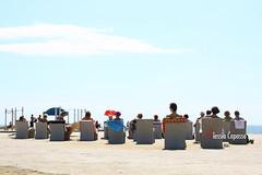 al sole (alcapasso) Tags: barcelona city colors canon mare colore photojournalism ciudad tourists figure barcellona turisti reportage citt fotoreportage lucertole esserini alessiacapasso