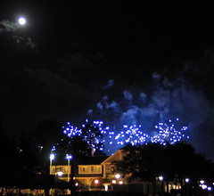 IMG_6727_crop-Disney-Yacht-Club-beach-fireworks-blue-moon