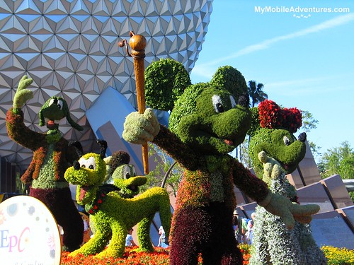 IMG_0577-EPCOT-Classic-Characters-topiary