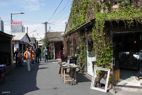 Certaines boutiques sont agréablement décorées avec du lierre et des plantes