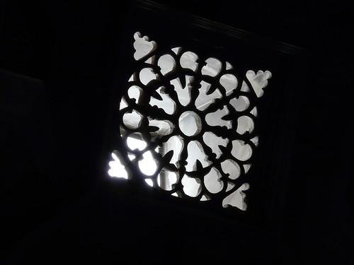 Ventanuco en la capilla de San Miguel