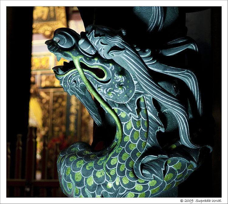 Dragon Pillar - Bao-an temple