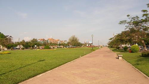 069.施亞努大道旁的帶狀公園
