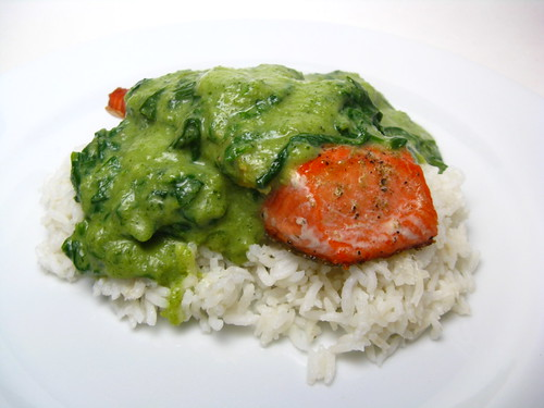 Seared salmon with Creamy Spinach & Pepper Sauce