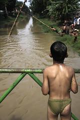 (Luqman Marzuki) Tags: kids kali sungai panjatpinang 24105mm 50d mantosz