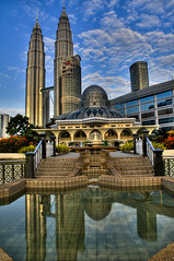 Landscapes - KLCC Mosque @ day (Sutheshnathan) Tags: city beautiful beauty glitter night landscape towers twin landmark greatshot twintowers kualalumpur awe soe mala klcc magnificent tallest d300 anawesomeshot estremit colourartaward sutheshnathan