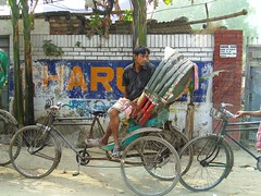 Waiting for clients in Dhaka (frenchgirlinhongkong) Tags: bicycle tricycle dhaka bangladesh