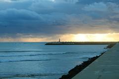 Mollhe Leste ([LiaLua] [DGNeves]) Tags: sunset pordosol sea praia beach portugal canon mar reflex peniche xti 400d eos400d eosdigitalrebelxti canon400d molheleste canoneos400ddigital eoskissx lialua