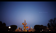 Retro-Futurism (isayx3) Tags: night nikon dusk disneyland disney retro 24mm nikkor tomorrowland d3 24mmf28af furturistic furturism