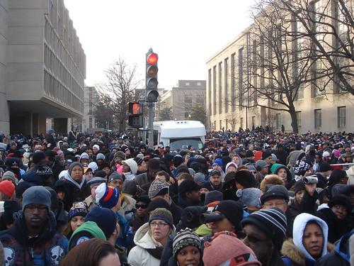 crowd_behind
