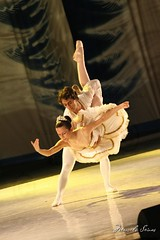 Quebra Nozes - Ballet - 2008 (Marcelo Seixas) Tags: show light brazil portrait ballet woman art girl beautiful muscles canon wow photography gold star photo dance ballerina bravo perfect arte dancing artistic photos action danza mulher young surreal dancer best class professional boa belly linda tanz vista balance performace lovely bale tones dana 75300 poise jovem performances ballo roraima palco tchaikovsky tons perfeito boavista nozes cady passo profissional apresentao bal sapatilha quebra espetculo musculos perfeio balerina ballerino bailarino danze oquebranozes bailariana shchelkunchik