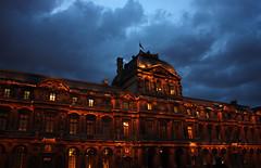 Cielo dramtico. (Efmera) Tags: luces noche louvre nubes francia pars