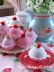 Strawberry cupcakes (*ShabbyRosesCottage*) Tags: pink red white strawberry crochet rosa strawberries sugar cupcake muffin crocheted zucker erdbeeren hkeln gehkelt