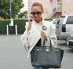 Actress NICOLE RICHIE wearing a trendy poncho while shopping (Shaleen DING) Tags: california ca usa white black west celebrity sunglasses shopping bag nicole high boots designer shades full richie purse hollywood actress heels length celeb westhollywood hermes handbag poncho birkin 1517