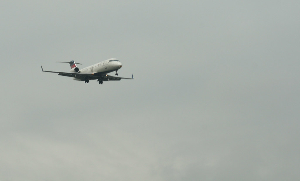 Delta Airlines landing at newark. - Day 75/95