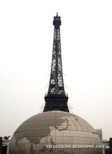 eiffle tower and globe