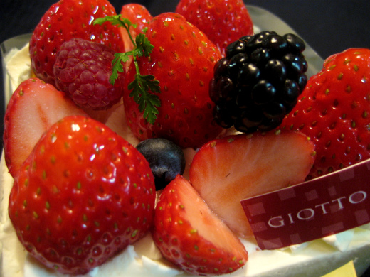 Very Berry Cake from GIOTTO