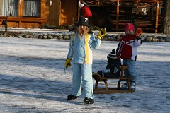 Viibe (anuwintschalek) Tags: schnee winter snow ice austria wanda skating january paula lumi eis kalle 2009 sledge schlitten eislaufen rodel talv j lapsed kelk schlittschuhlaufen puchbergamschneeberg uisutamas canoneos1000d