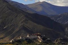 Potala palace Lhasa,Tibet (reurinkjan) Tags: nature tibet redhill wikipedia 2008 lhasa potala unescoworldheritage dalailama vajrapani chenresig avalokitesvara 14thdalailama chakpori whitepalace utsang tibetanlandscape redpalace potrangkarpo potrangmarpo marpori janreurink པོ་ཏ་ལ། བོད། བོད་ལྗོངས། བཀྲ་ཤིས་བདེ་ལེགས། དབུས་གཙང་།