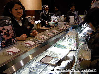 LeTao counter staff