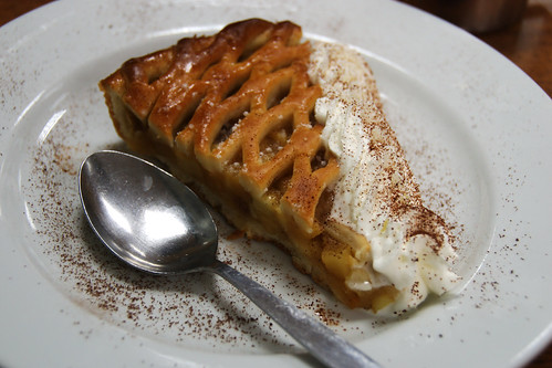 obuoliu pyragas su kremu