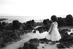 staring at the sea (Philip Q) Tags: bw beach hawaii maui naomi makena yomi makenacove endofwaileaalanuiroad