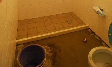 浴室地色差