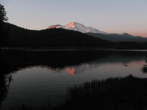 Lake Siskiyou and Mount Shasta. (Courtesy Iwona Kellie, Creative Commons license)