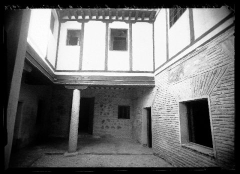 Interior de la Posada de la Hermandad a principios del siglo XX. Foto Rodríguez.