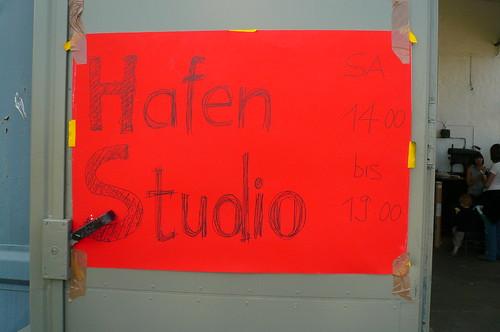 Hinweis auf Hafenstudio, ein Projekt von kurzer Dauer bei Hafen2 in Offenbach. Juni 2009