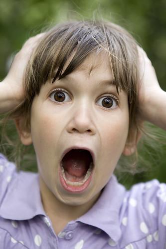 フリー画像| 人物写真| 子供ポートレイト| 外国の子供| 少女/女の子| 頭を抱える|      フリー素材|