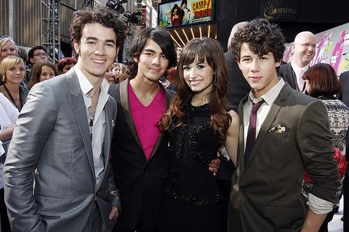 Jonas-Brothers-Demi-Lovato-Camp-Rock-2-Tour