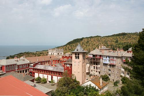 Pogled na manastir kroz prozor naše sobe