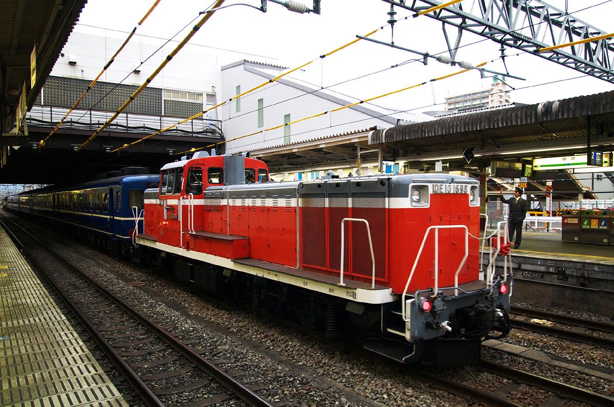 DE10-1698 甲府駅到着 2010-05-19