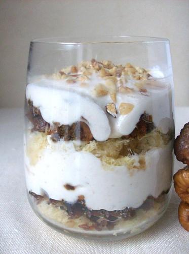 Mousse di yogurt e ricotta e fichi secchi infornati