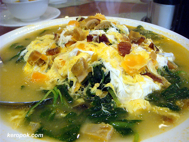Poach Chinese Spinach with 2 kinds of eggs